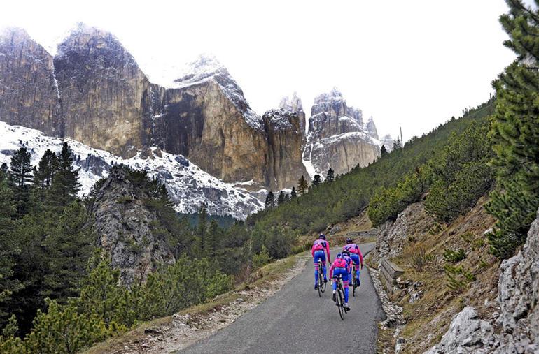 Giro-d'Italia-Val-di-Fassa